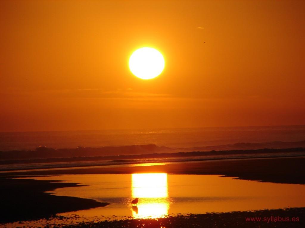 Amanecer en la playa de Berria