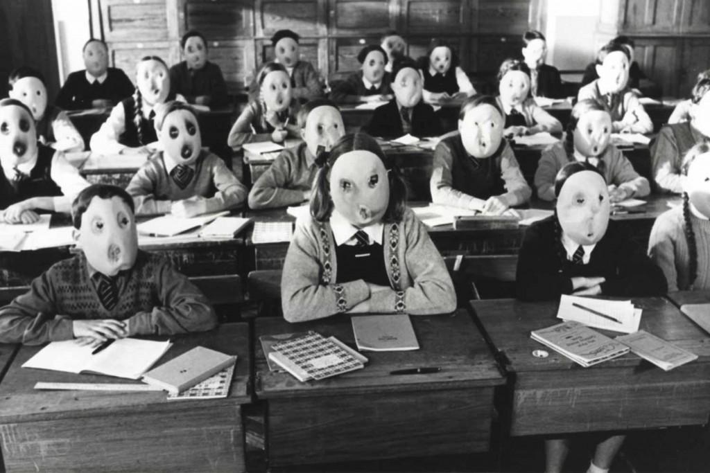 La educación debe crear personas libres. Imagen: Pink Floyd, The Wall (película) 1982.